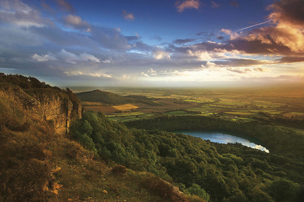 Photograph_of_Sutton_Bank_at_dusk (3)